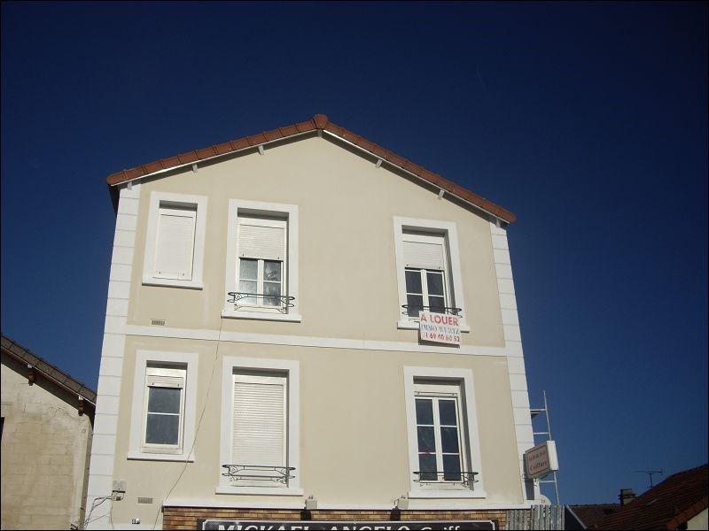 Rental apartment Yerres 613€ CC - Picture 1