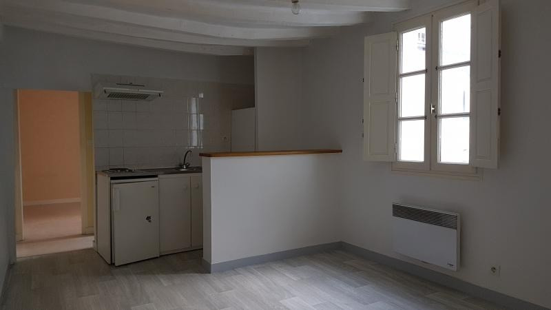 Rental apartment Laval 325€ CC - Picture 1