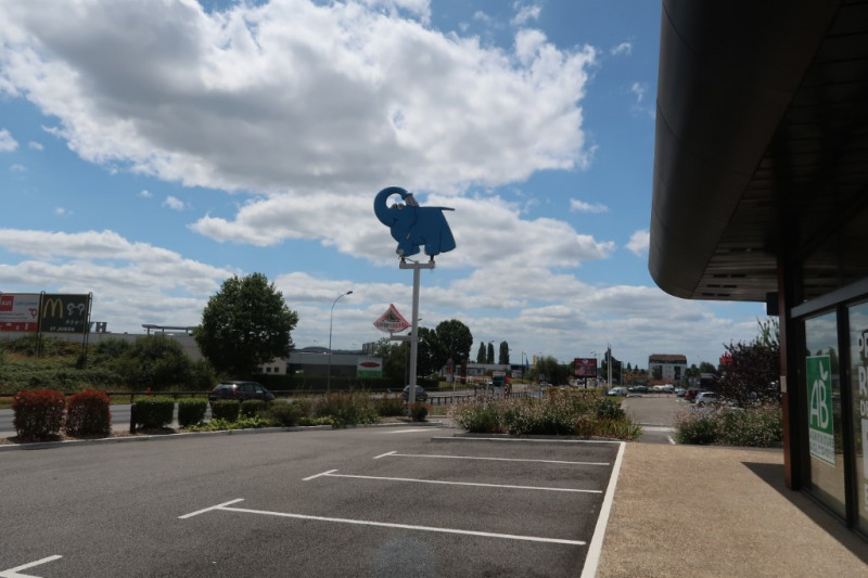 Location local commercial Saint junien 2800€ CC - Photo 1