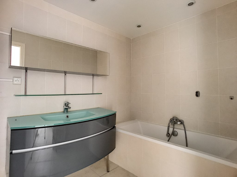 Sale apartment Saint laurent du var 349000€ - Picture 4