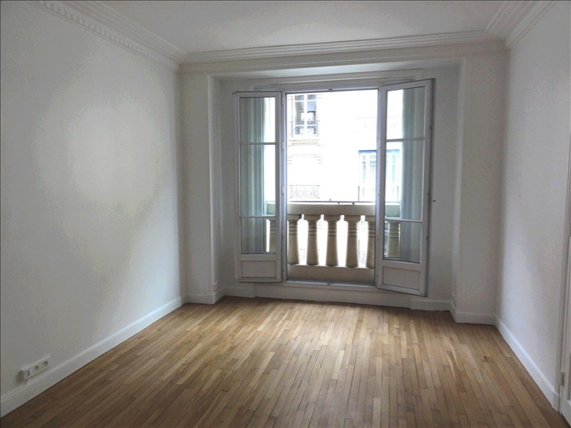Rental apartment Courbevoie 1 280€ CC - Picture 2