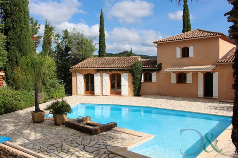 Villa à vendre avec jardin paysager et piscine
