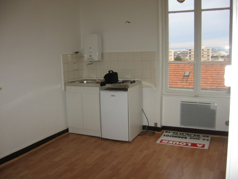 Verhuren  appartement Oullins 422€ CC - Foto 2