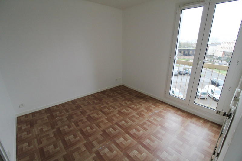 Rental apartment Maurepas 760€ CC - Picture 5