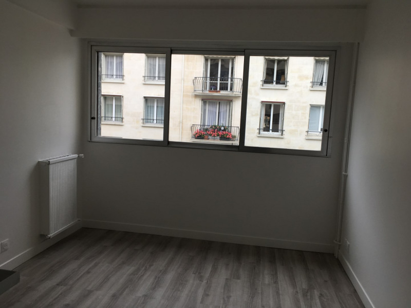 Rental apartment Paris 16ème 600€ CC - Picture 1