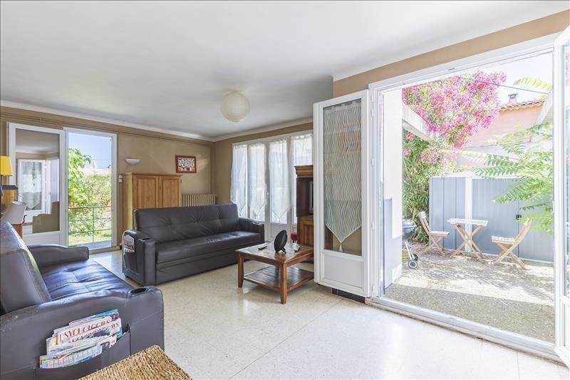 Sale house / villa Le puy ste reparade 289000€ - Picture 2