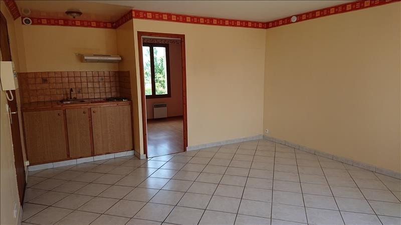 Rental apartment Neuilly en thelle 540€ CC - Picture 1