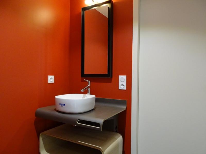 Investment property apartment La rochelle 533645€ - Picture 4