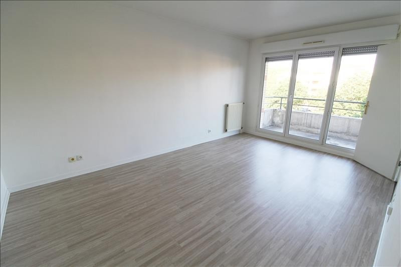 Location appartement Elancourt 800€ CC - Photo 1