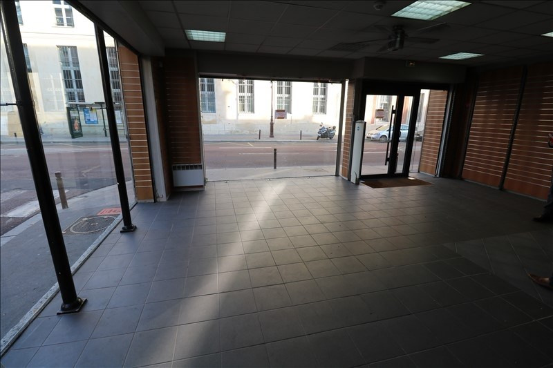 Location local commercial Versailles 3167€ HT/HC - Photo 2