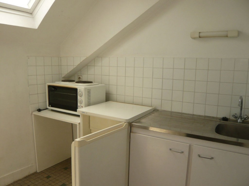 Rental apartment Laval 295€ CC - Picture 1