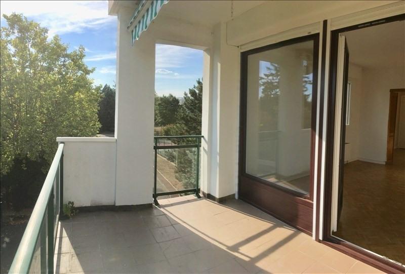 Rental apartment Charbonnieres les bains 800€ CC - Picture 3