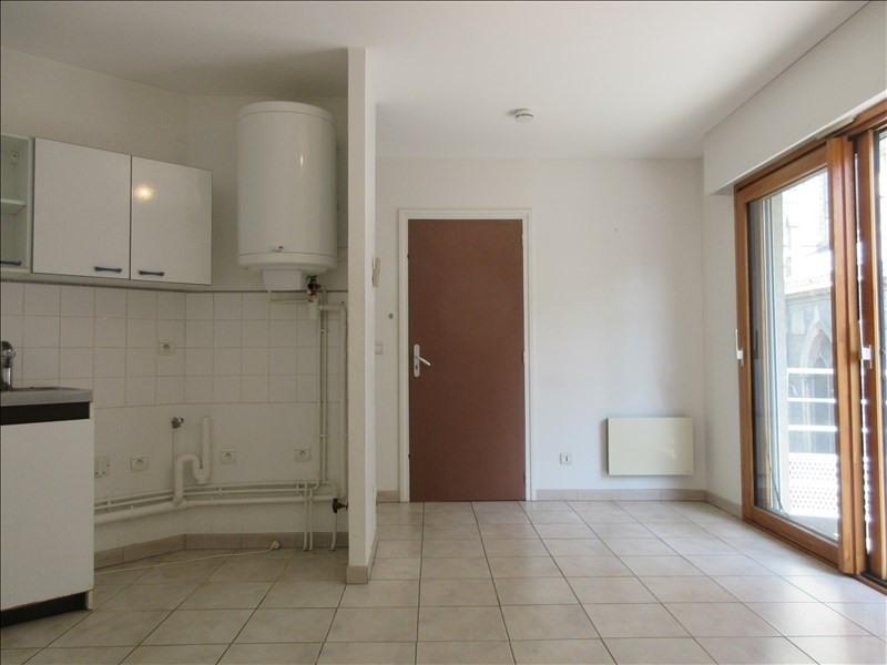 Locação apartamento Voiron 273€ CC - Fotografia 1