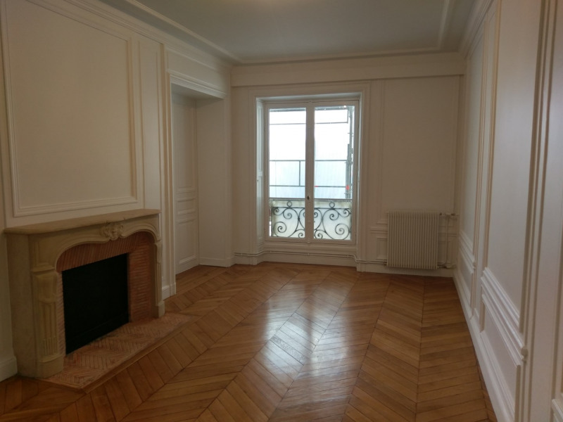 Rental apartment Paris 7ème 5 900€ CC - Picture 2