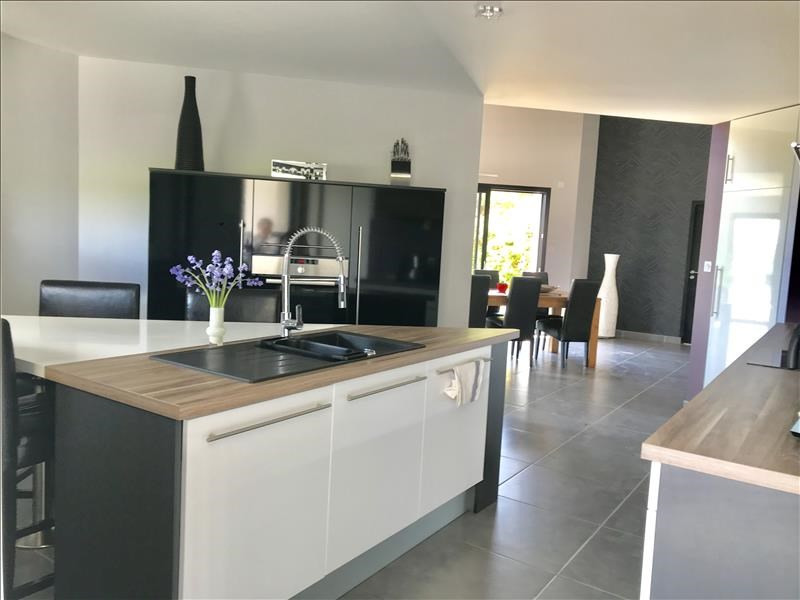 Vente maison / villa Bressuire 325730€ - Photo 7