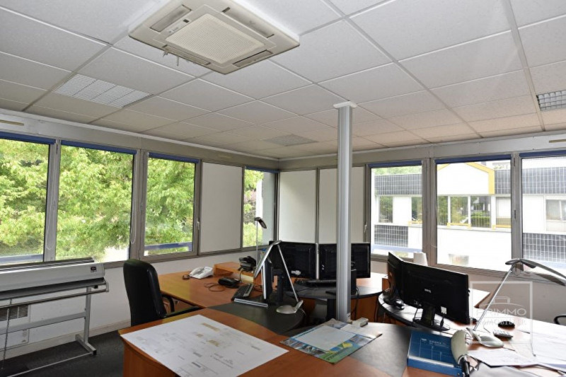 Lissieu Bureaux 104.13 m² + 2 parkings privatifs + cave archives