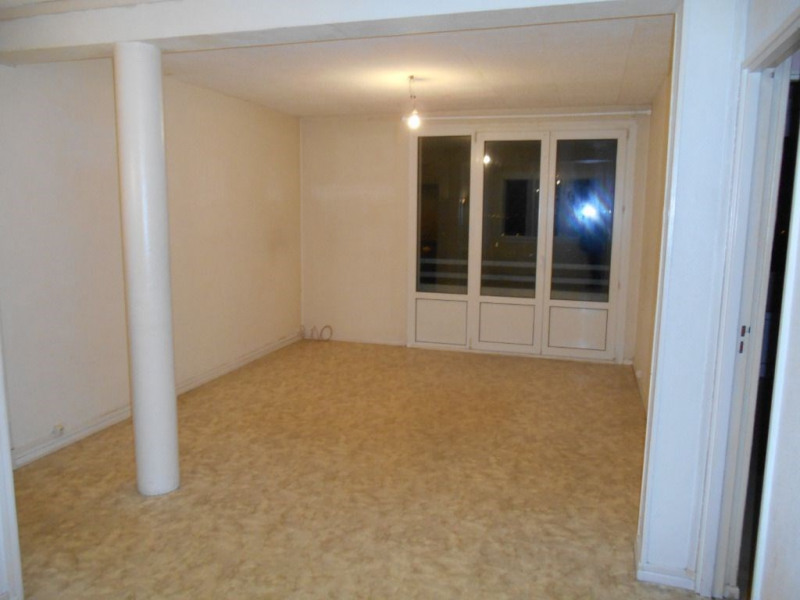 Rental apartment Saint quentin 640€ CC - Picture 2