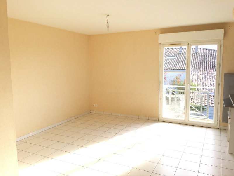 Rental apartment Saint andre de cubzac 584€ CC - Picture 3