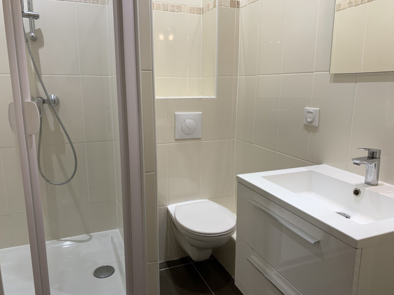 Location appartement Neuilly-sur-seine 3356€ CC - Photo 10
