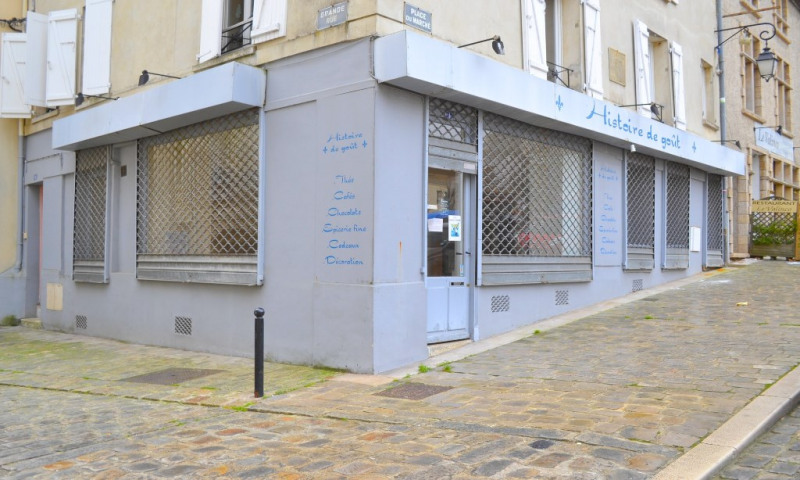 Location local commercial Neauphle le chateau 1 200€ CC - Photo 1