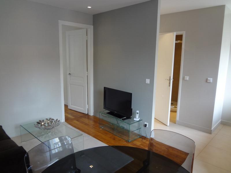 Location appartement Paris 16ème 1362€ CC - Photo 3