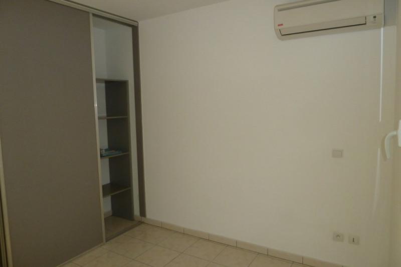 Location appartement Saint pierre 916€ CC - Photo 2