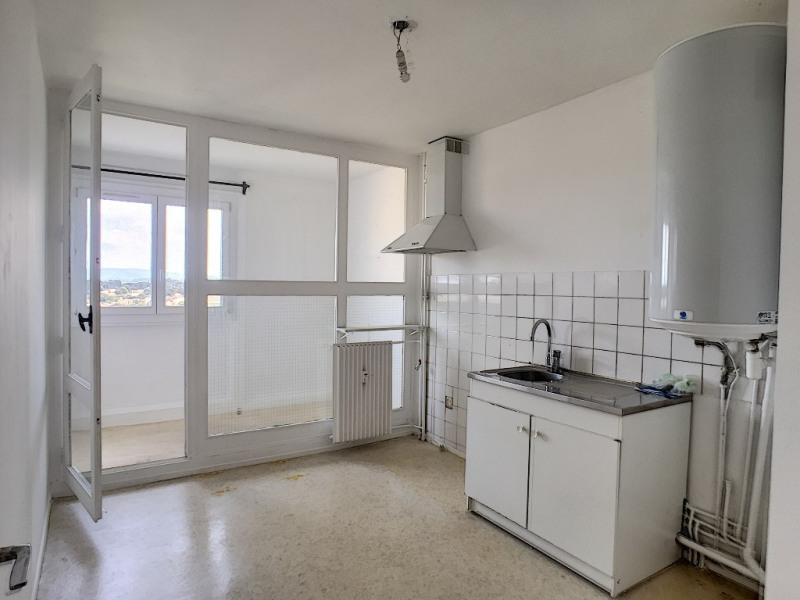 Rental apartment Villeneuve les avignon 653€ CC - Picture 5