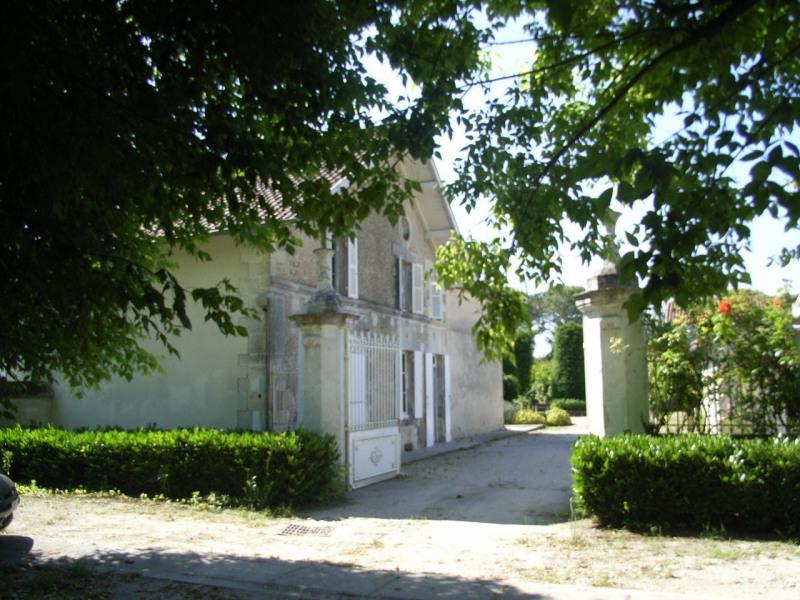 Sale house / villa Barbezieux-saint-hilaire 250000€ - Picture 1