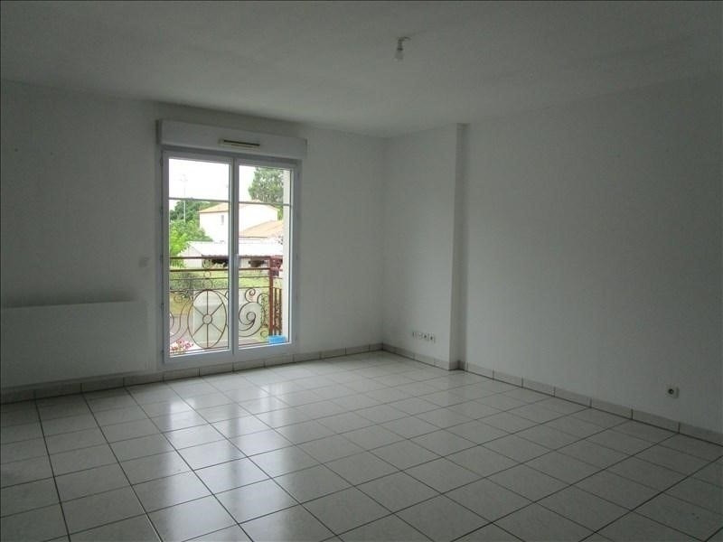Rental apartment Carbon blanc 737€ CC - Picture 1