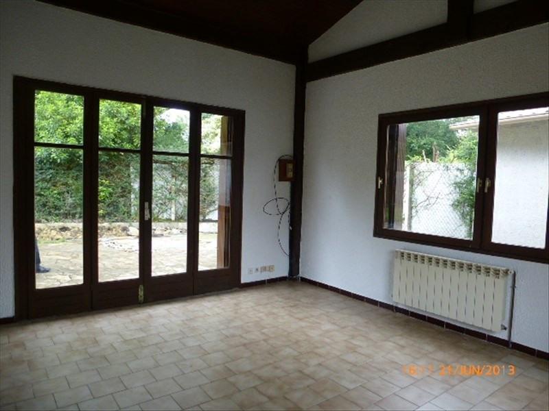 Rental house / villa Urcuit 755€ CC - Picture 2