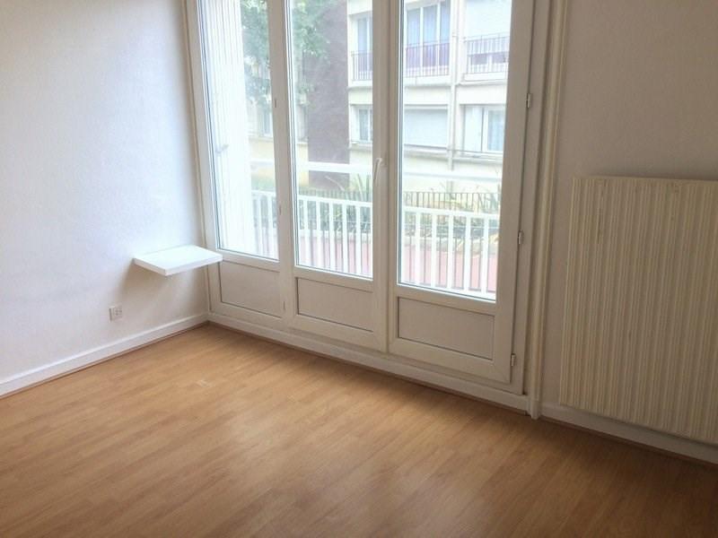 Rental apartment Maurepas 716€ CC - Picture 4
