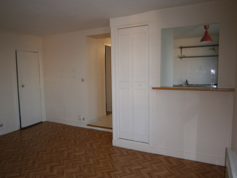 Rental apartment Versailles 865€ CC - Picture 3
