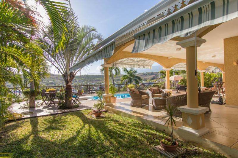 Deluxe sale house / villa Saint gilles les bains 811200€ - Picture 1