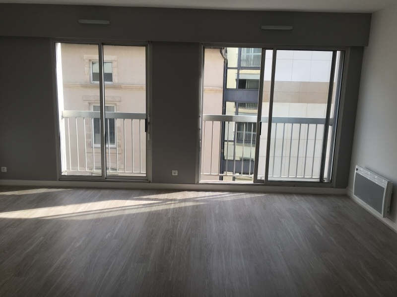 Location appartement Poitiers 420€ CC - Photo 1