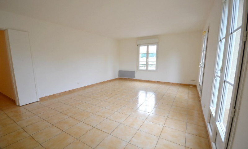 Location appartement Plaisir 917€ CC - Photo 2