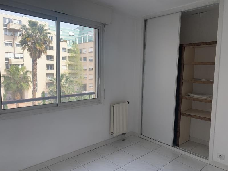 Location appartement Marseille 6ème 1 010€ CC - Photo 7