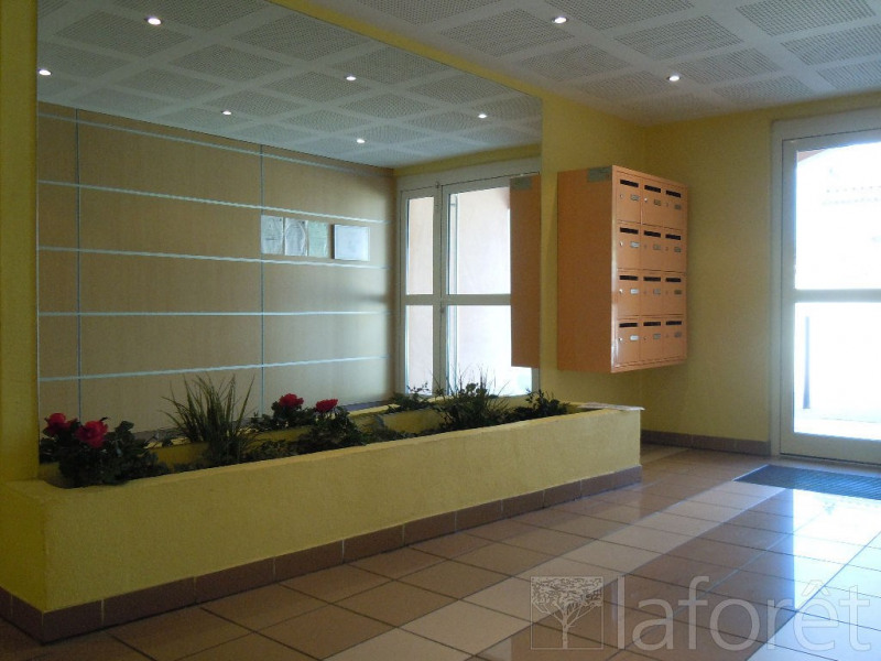 Vente appartement Rognac 180000€ - Photo 2