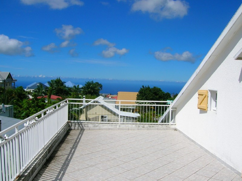 Location maison / villa Les trois mares 1233€ +CH - Photo 2