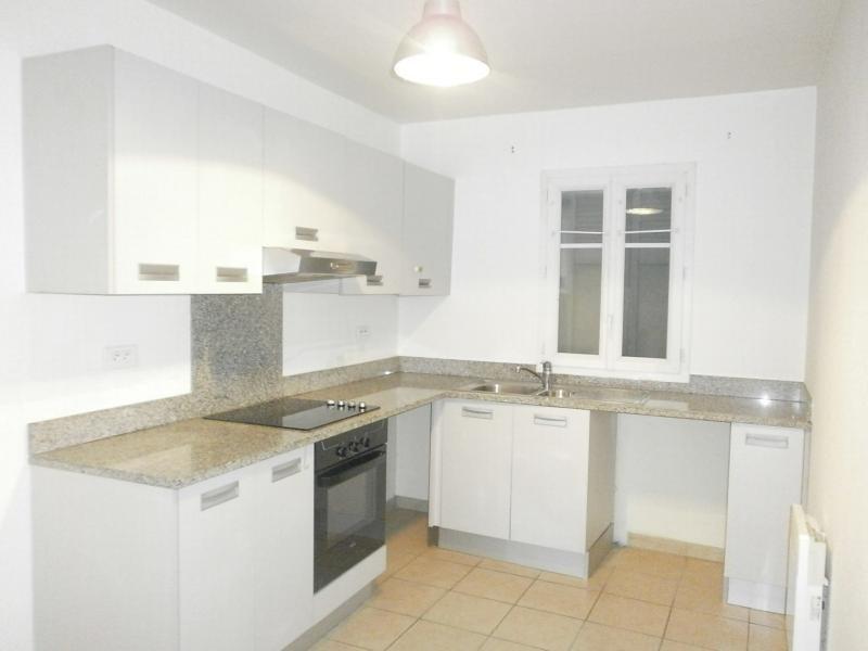 Rental house / villa Mezieres sur seine 1331€ CC - Picture 4