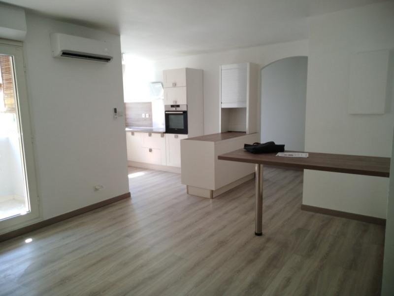 Location appartement La possession 950€ CC - Photo 1