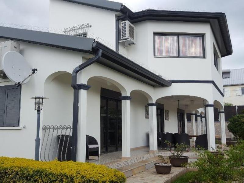 Vente de prestige maison / villa Ste suzanne 695000€ - Photo 1