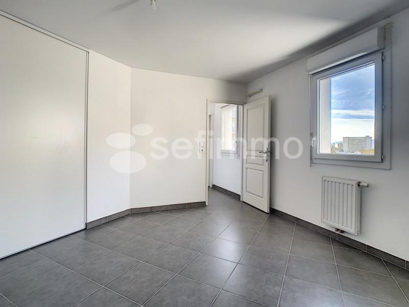 Location appartement Marseille 5ème 742€ CC - Photo 5