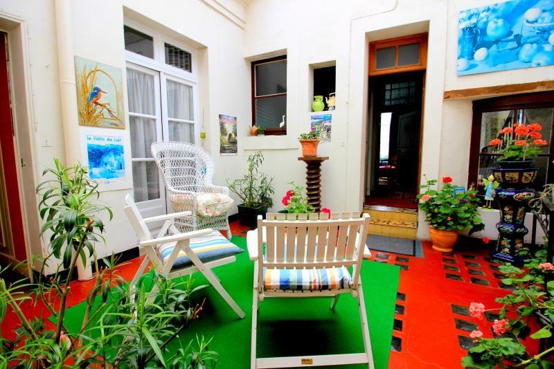 Sale house / villa La chartre sur le loir 232000€ - Picture 2