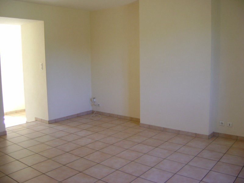Rental apartment Calmont 426€ CC - Picture 4