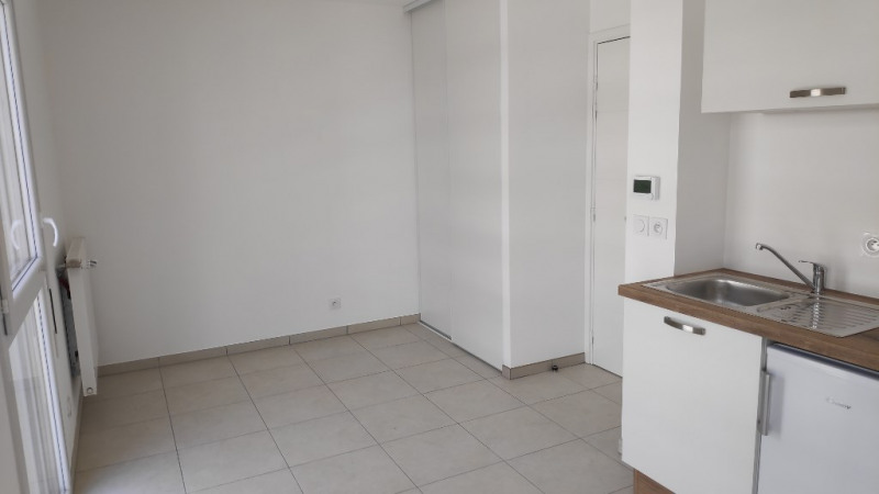Affitto appartamento Saint laurent du var 450€ CC - Fotografia 2