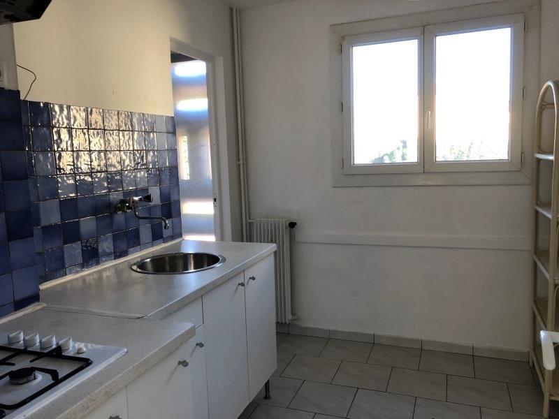 Sale apartment Salon de provence 107000€ - Picture 2