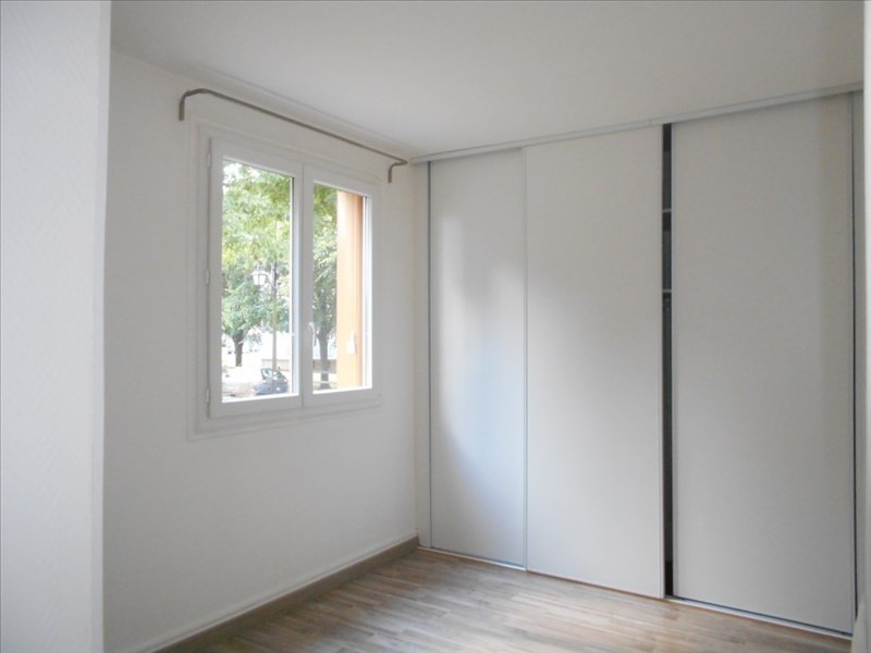 Location appartement Le mesnil le roi 1 097€ CC - Photo 3