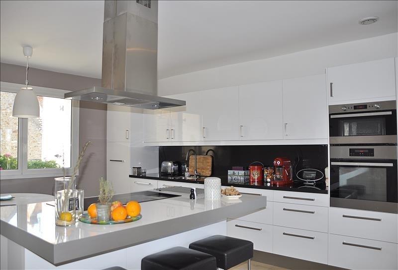 Sale house / villa Feucherolles 730000€ - Picture 3