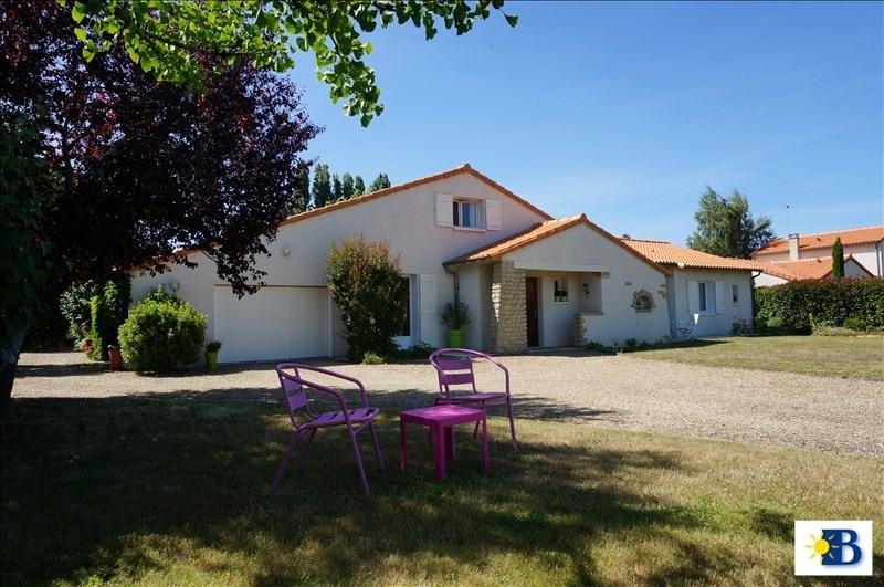 Vente maison / villa Antran 265000€ - Photo 1
