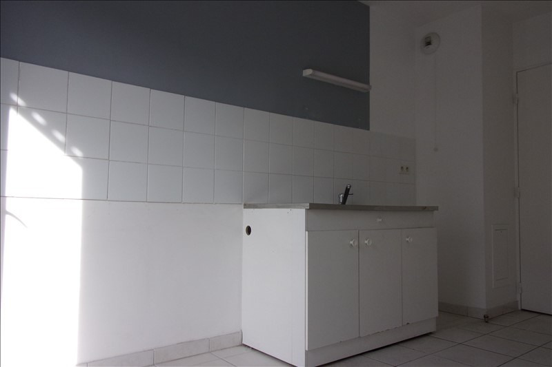 Rental apartment St denis 940€ CC - Picture 5